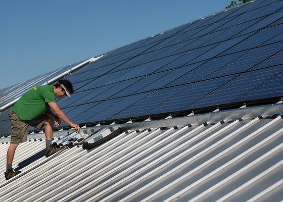 Como funciona o sistema de energia solar com placas fotovoltaicas?